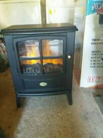 Dimplex black, free-standing fire