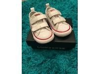 White leather infant size 6 converse
