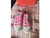 Size 3 pink converse