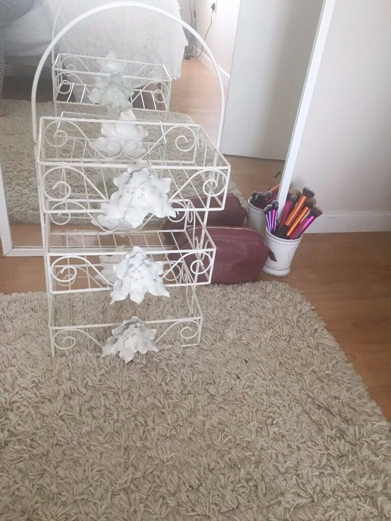 Cream Toiletrie caddy / shelves / baskets