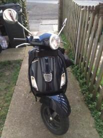 VESPA LX 125 (SUPERP CONDITION) very low mileage.