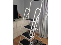 Sturdy step ladder