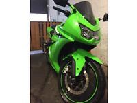 Kawasaki ninja 250r.....Mint condition....with optional lowering kit