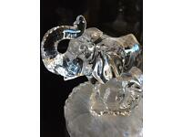 Glass elephant mother and baby figurine, condition as new.