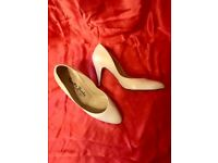 Russell & Bromley white high-heeled shoes, Size 5 1/2