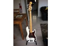 Squier Vintage Modified Precision Bass V (Olympic White),