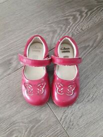 Clarks size 7f girls shoes