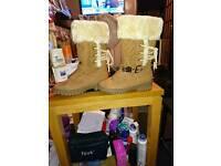 UGG boots new, fur lined australuan