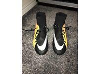 Black/Yellow Nike Hypervenom Football Boots size 8.