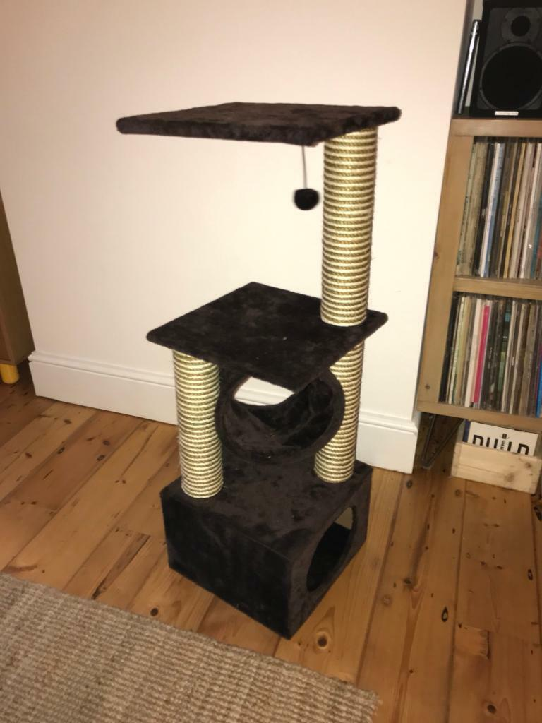 Cat climbing / bed - good as new