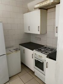 Spacious 3 bed house ley street ilford part dss welcome