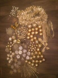 Gold xmas tree decorations