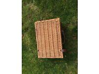 Wicker picnic basket for 2