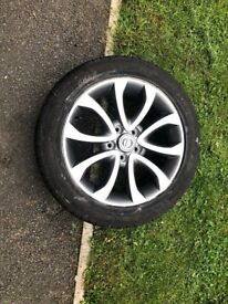 NISSAN JUKE ALLOY WHEEL COMPLETE WITH TYRE IN EXCELLENT CONDITION