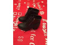Black boot size 4