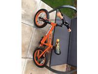 """14"""" wheel bike with stabilisers"""