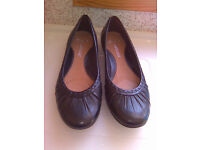 New Clarks Black Leather Flats - Size 5.5