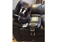 Maxi Cosy Pearl and Iso Fix base car seat RRP £300!!!