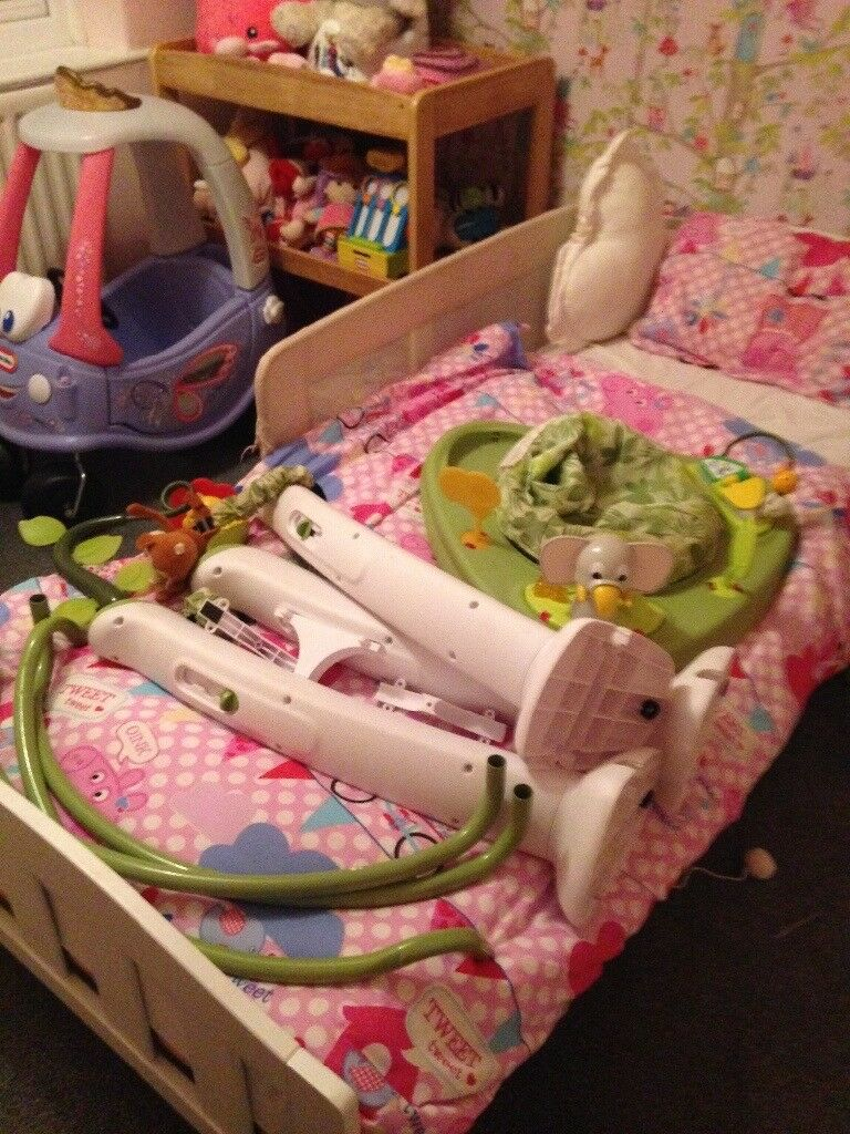 Jumperoo, good condition. Selling due to no space