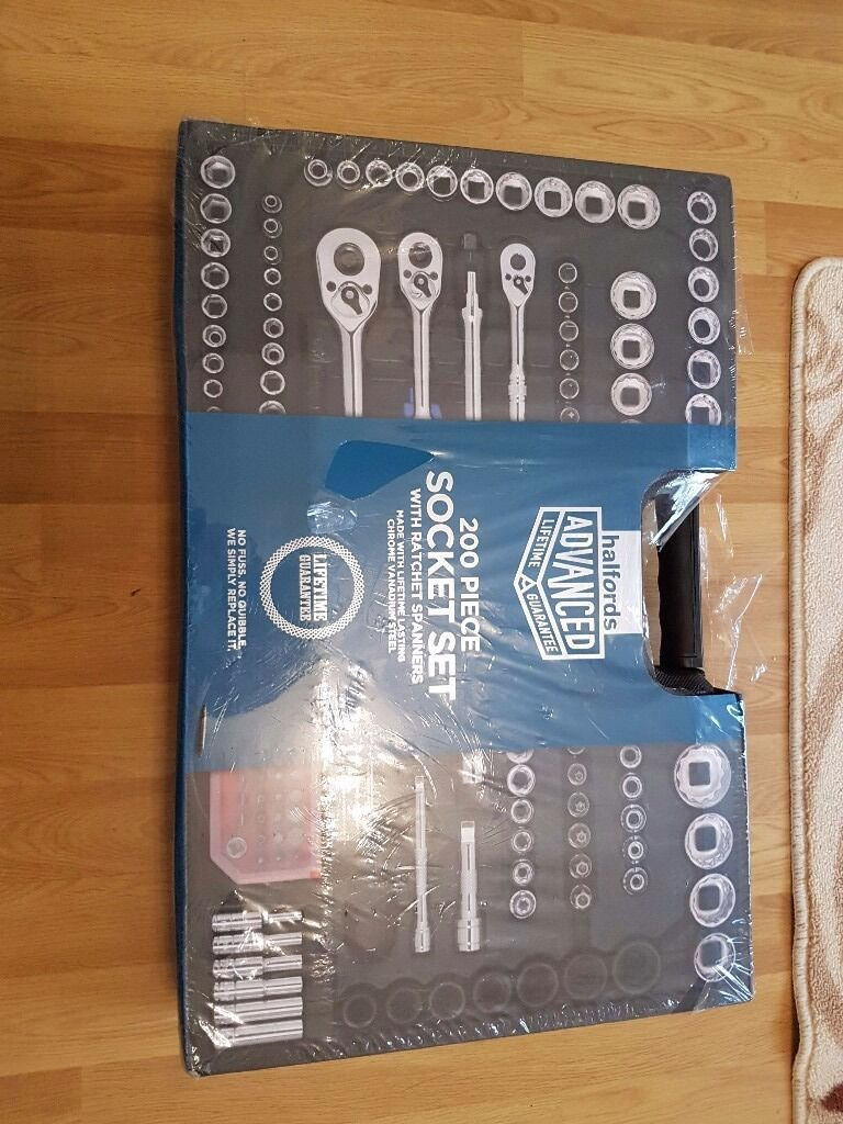 200 piece socket setin Failsworth, ManchesterGumtree - here i have a new 200 piece socket set with ratchet spanners very good quality set im selling very cheap at £110 ovno call or text anytime on 07493674824