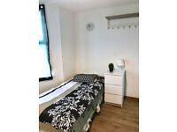 Self-contained studio inclusive of bills for £120pw