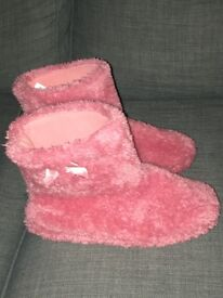 F and f slippers size 5-6