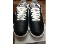 2f56fcfd1c1 GENUINE NIKE AIR FORCE (BLACK   WHITE) TRAINERS SIZE 7.5 (BRAND NEW AND