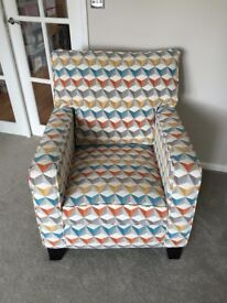 Patterned armchair / accent chair w. matching cushions (NEW)