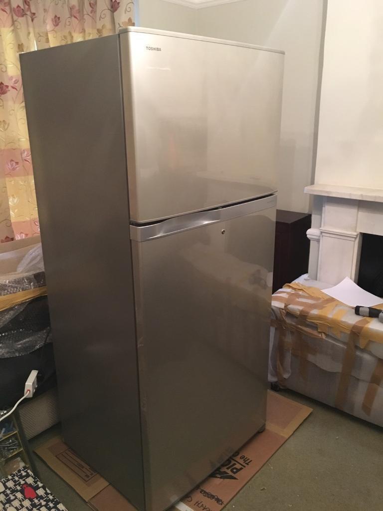 toshiba fridge freezer 2 door silver 657l inverter gr. Black Bedroom Furniture Sets. Home Design Ideas