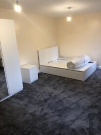 To RENT Female only room available in 2bed flat- Newcastle city centre