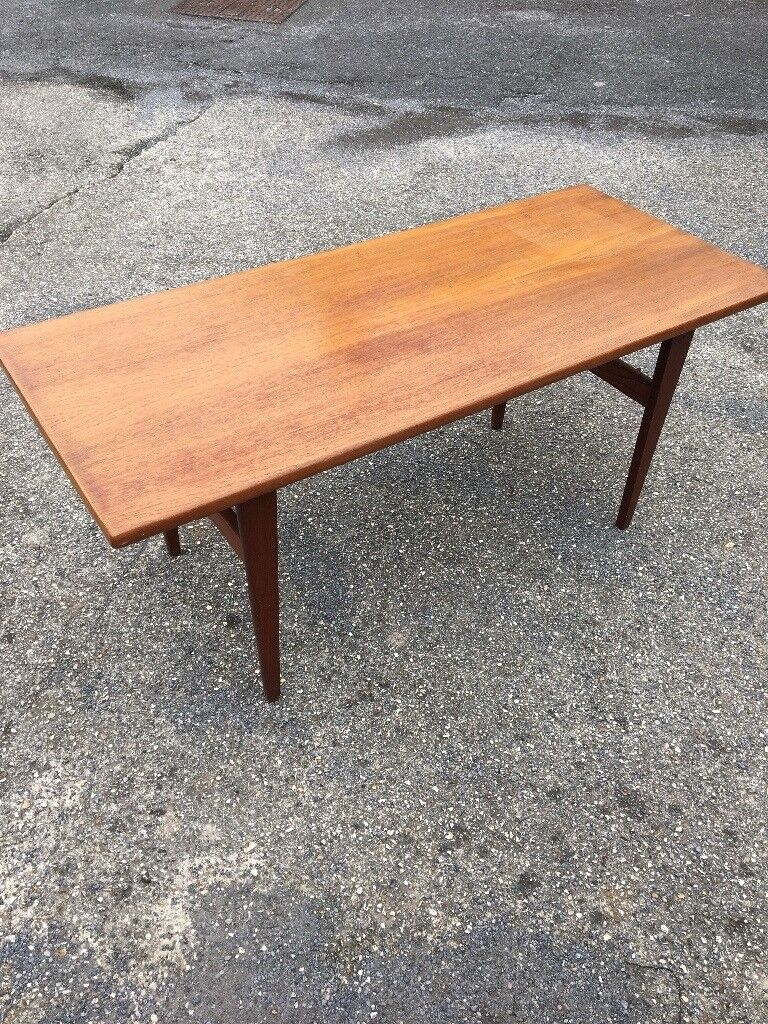 Lovely Retro Style Wooden Coffee Table