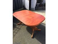 Dining table oak extending in excellent condition