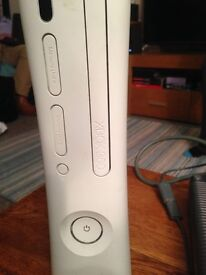 XBox 360 , White Console + 2 Controllers(White)+ Kinect + 8 Xbox games + Skylanders