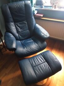 2 Stressless chairs with footstools