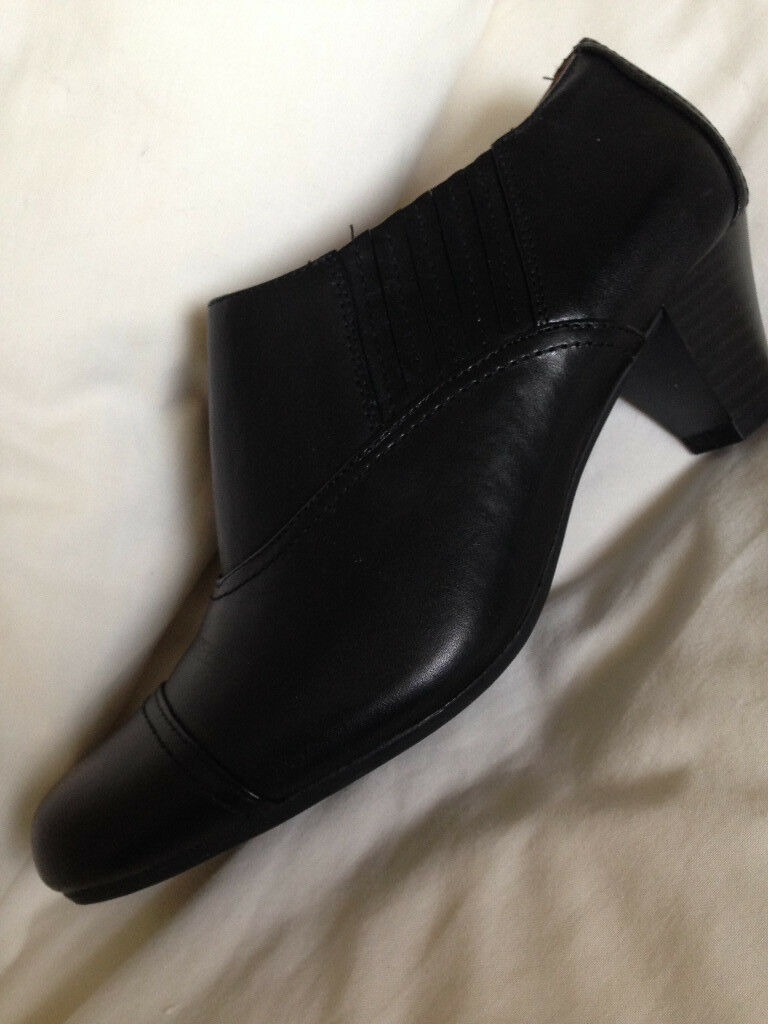 BRAND NEW LEATHER SIZE 5 WIDE FIT SHOE/BOOTS