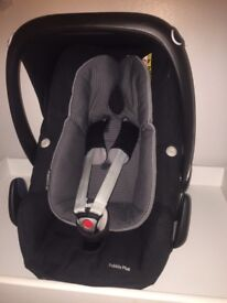 Maxi cosi pebble plus car seat and isofix base includes rain cover and manuals