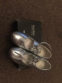 Size 13 starlight tap shoes in box