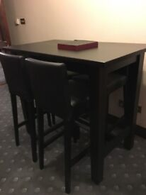 EXCELLENT CONDITION TABLE & CHAIRS