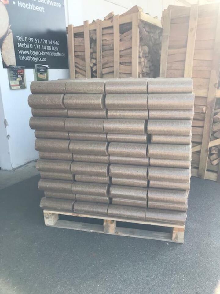 Holzbriketts-Buche/Eiche in bester Premium Qualität in Mitterfels