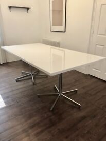 LARGE DINING TABLE WHITE GLOSS TOP WITH SILVER LEGS SEATS 6-8