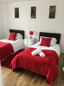 SHORT STAYS : Ideal lodging for contractors- 4 bed house next to Basildon townCentre- sleeps up to 8