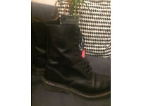Good condition 10 eye Dr Martens original 1490s, size 7, second hand but like new (worn insides)