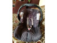 Comfy Baby Car Seat with Carry Handle and Sun Canopy black removable machine washable cover