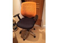 Office / computer chair, adjustable with arms, wheels