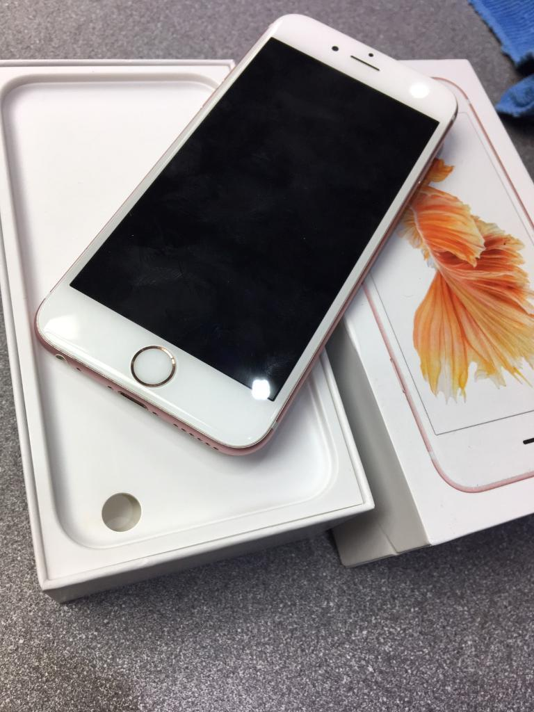 iPhone 6s 64gb unlock to all networkin Leicester, LeicestershireGumtree - iPhone 6s 64gb unlockrose gold in like new condition Still have apple warrenty Open to all network Complete with boxWith receipt