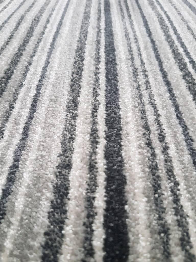 Twist pile grey black striped carpet remnant 1.60m x 4m bleach cleanable