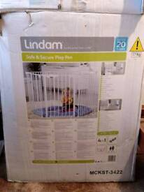 Lindam safe and secure baby pen