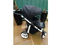 Vennici pushchair. Black and White. Very good condition