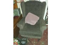 3 SEATER SOFA AND 2 CHAIRS INC 1 RECLINER