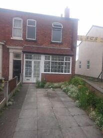 2 Bedroom semi detached house to let in Southport, near town centre